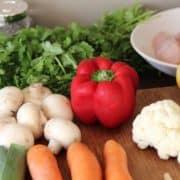 Gemüse, Koriander und Hähnchen nach Paleo