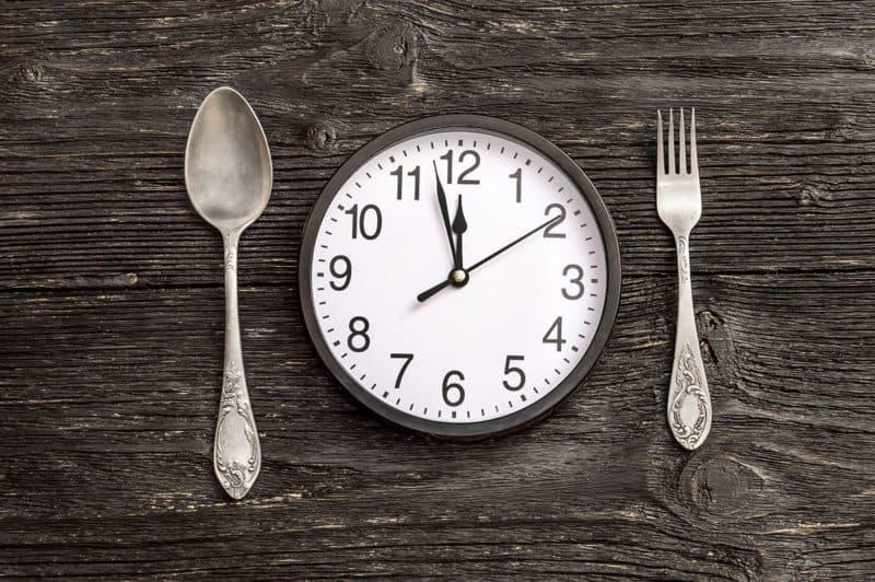 Wenige Mahlzeiten um Körperfett zu verlieren